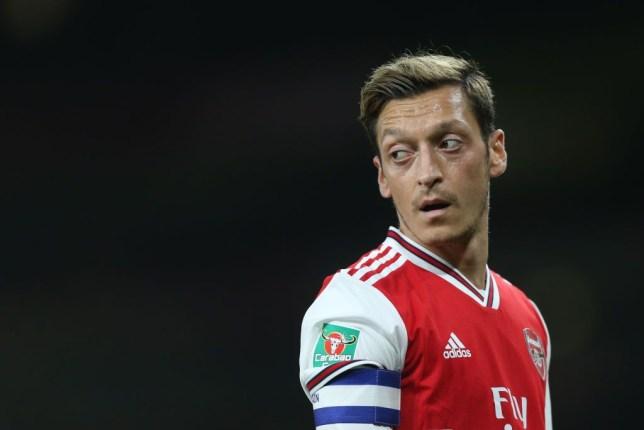 ทำไม Unai Emery จึงไม่สามารถที่จะนำ Mesut Ozil กลับมาได้